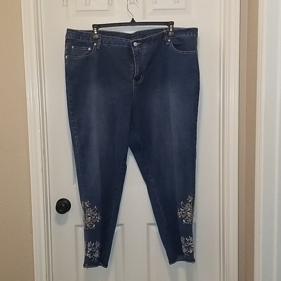 NWOT VSX Embroidered Jeans 24W